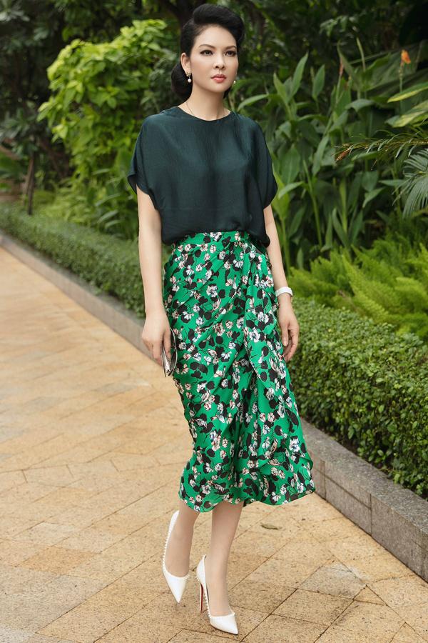Dàn mỹ nhân Việt khoe sắc trong váy hoa rực rỡ  - 9
