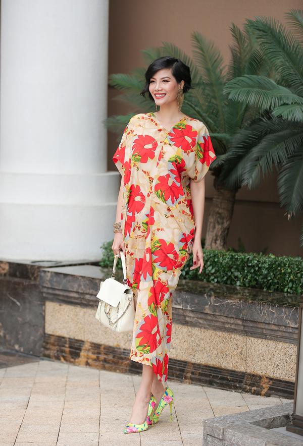 Dàn mỹ nhân Việt khoe sắc trong váy hoa rực rỡ  - 11
