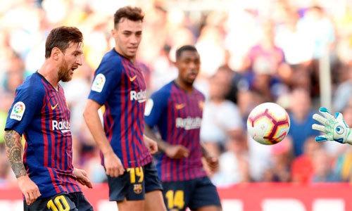 Messi lốp bóng ghi bàn như trong trò chơi điện tử