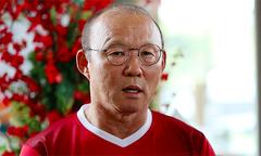 HLV Park Hang-seo và học trò được CĐV Việt Nam tặng bún chả
