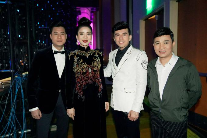 Đan Trường hội ngộQuang Linh, Quang Dũng, Lệ Quyên trong một show diễn.