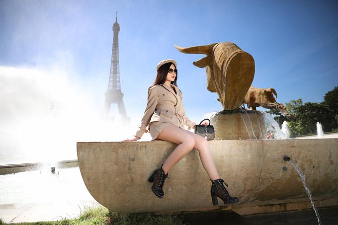 Lê Âu Ngân Anh diện toàn đồ hiệu khi dạo chơi ở Paris - 2