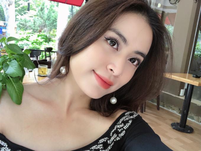 Hoàng Thùy Linh được khen xinh lung linh trong bức ảnh selfie mới đăng tải.