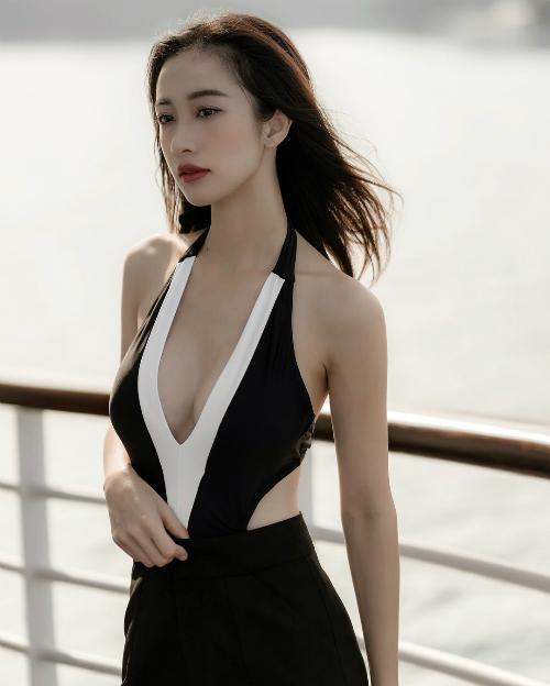 Jun Vũ diện đầm khoét ngực sâu khoe vòng 1 nóng bỏng. Nữ diễn viên theo đuổi mốt thời trang gợi cảm kể từ sau khi nâng ngực.