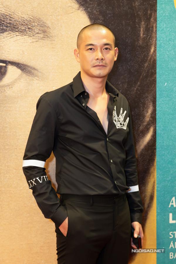 Quách Ngọc Ngoan đến ủng hộ bạn thân - đạo diễn Leon Lê thực hiện bộ phim về đề tài nghệ thuật cải lương Việt Nam. Anh đi một mình, không có bạn gái doanh nhân bên cạnh như thường lệ. Nam diễn viên giải thích, bạn gái Phượng Chanel bận ra Hà Nội có việc riêng.