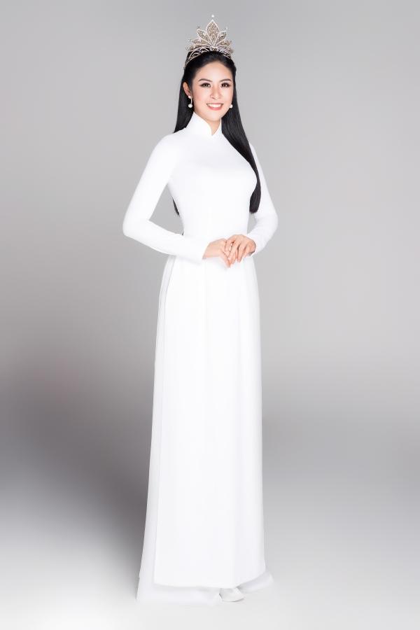 Hoa hậu Việt Nam 2010 Ngọc Hân là người đẹp hiếm hoi chăm chỉ hoạt động nghệ thuật và nỗ lực giữ hình ảnh đẹp.