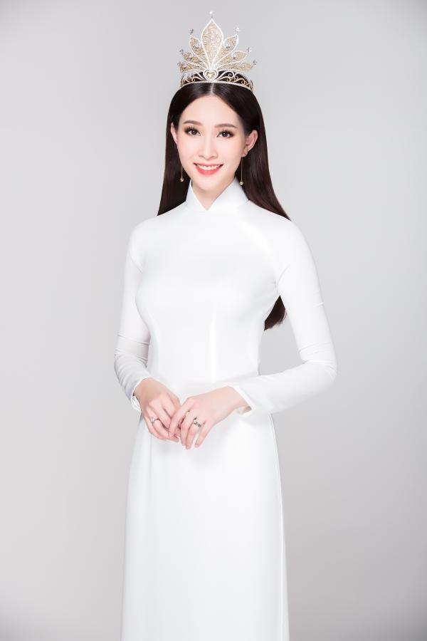Hoa hậu Việt Nam 2012 Đặng Thu Thảo lên xe hoa tháng 10/2017 và đã có một con gái xinh xắn. Cô vẫn chưa xuất hiện trở lại từ khi sinh con.