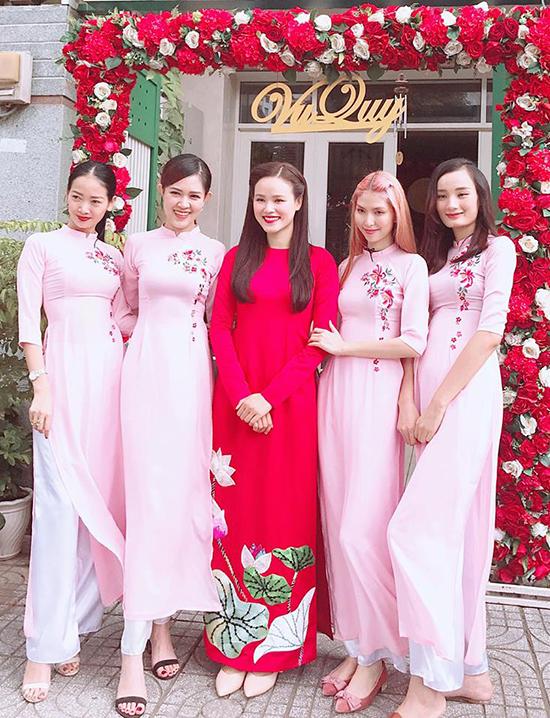 Sáng nay 17/8, Á quân Vietnams Next Top Model mùa đầu tiên- Tuyết Lan đã tổ chức lễ ăn hỏi cùng bạn trai sau 3 năm yêu đương.