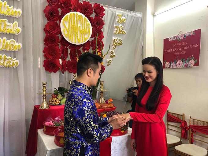 Chồng sắp cưới của Tuyết Lan là một doanh nhân trong lĩnh vực tài chính sống tại Mỹ.
