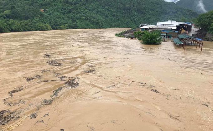 Nước sông Mã ở thượng nguồn đang lên rất nhanh gây ngập lụt nhiều nơi.