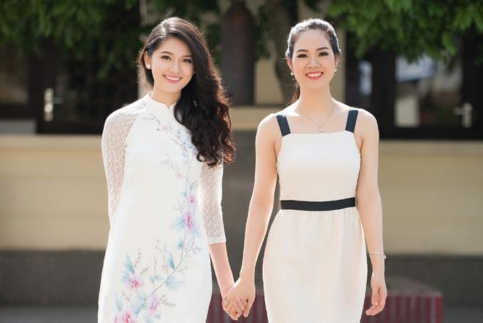 Hoa hậu Mai Phương (phải) gặp gỡ Á hậu Thùy Dung tại một sự kiện tại Hải Phòng cuối tháng 4 vừa qua. Ảnh: HHVN