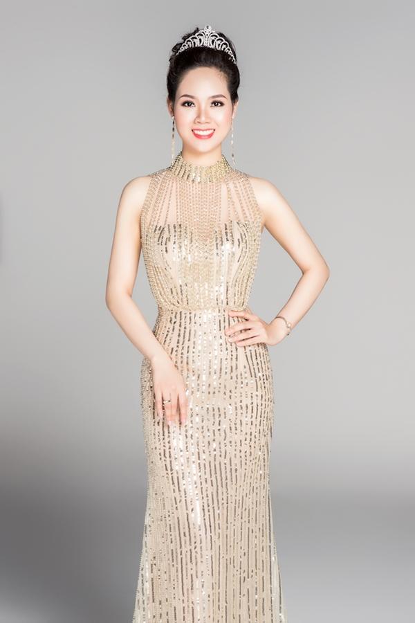 Hoa hậu Mai Phương trong bộ ảnh kỷ niệm 30 năm tổ chức cuộc thi. Ảnh: Mr AT - Trang phục: Chung Thanh Phong.