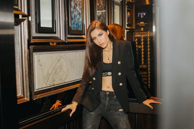 Minh Tú có mặt tại Thái Lan vào tối 16/8 tham giabuổi họp báo công bố dàn thí sinhchương trình Asias Next Top Model năm 2018. Ở mùa giải trước, người đẹp giành vị trí Á quân - đây là thành tích tốt nhất của các đại diện Việt Nam tại cuộc thi.