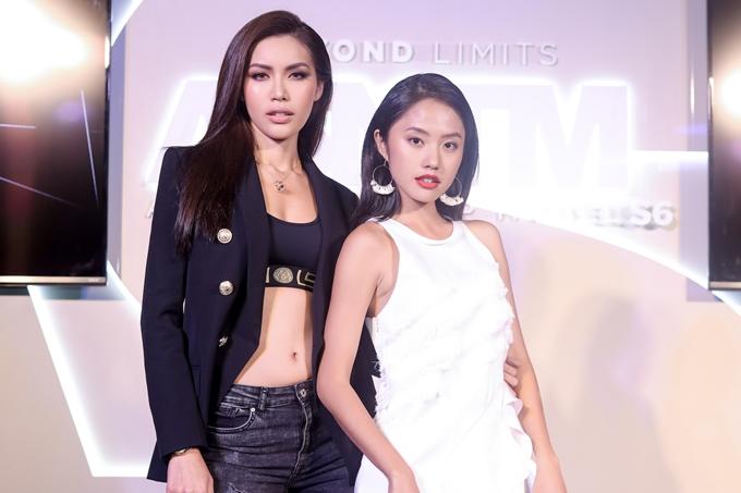 Thanh Vy sinh năm 1995, cao 1,68m và từng lọt vào cuộc thi Hoa khôi Áo dài 2016. Cô chia sẻ bản thân chuẩn bị kỹ lưỡng về trang phục với valinặng 70 kg mang đến cuộc thi.