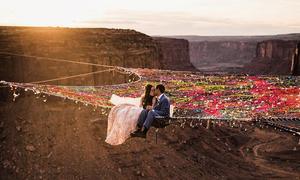 Đám cưới táo bạo diễn ra ở lưng chừng trời của cặp mê phiêu lưu mạo hiểm