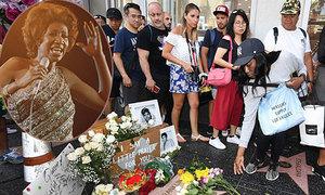 Fan và các nghệ sĩ tiếc thương huyền thoại nhạc soul Aretha Franklin
