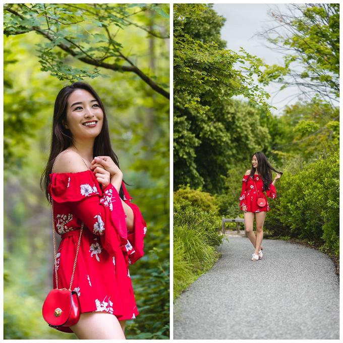 Play suit đỏ tươi với kiểu dáng trẻ trung. Trang phục thiết kế dáng ngắn sẽ giúp các bạn gái tôn chiều cao một cách đáng kể.