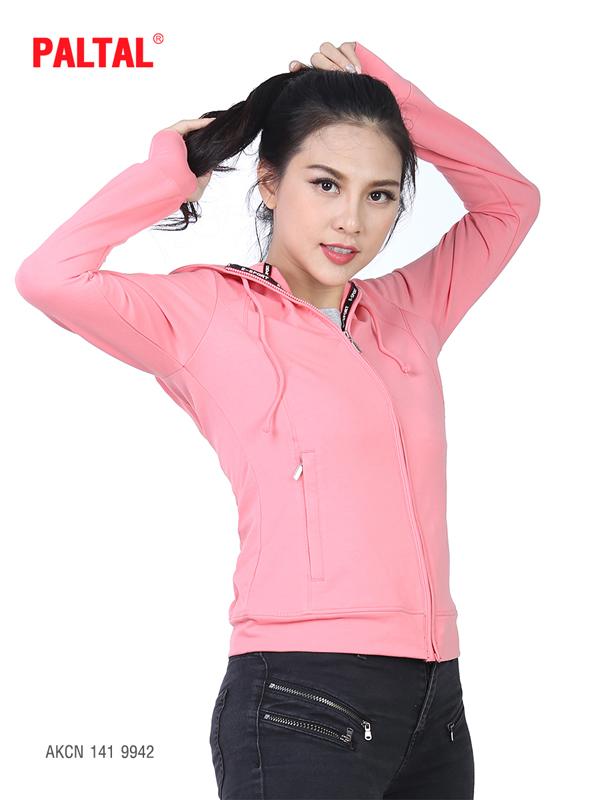Dòng áo khoác phong cách thể thao được chú trọng phát triển mang đến nhiều sự lựa chọn cho bạn trẻ cá tính  AKCN 141 9939.