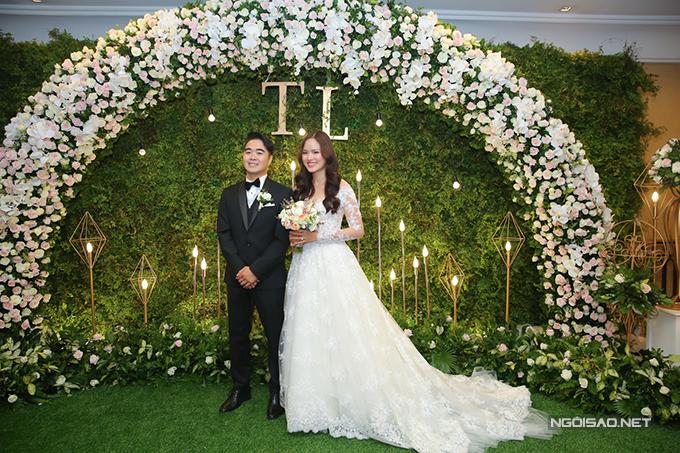 Đám cưới của Tuyết Lan được tổ chức vào tối 18/8 tại một nhà hàng sang trọng ở Quận 5, TP HCM.