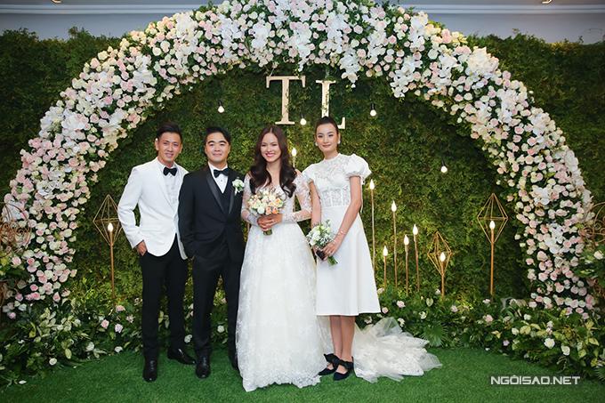 Vợ chồng Lê Thuý - Đỗ An ăn mặc sang trọng và đồng diệu.