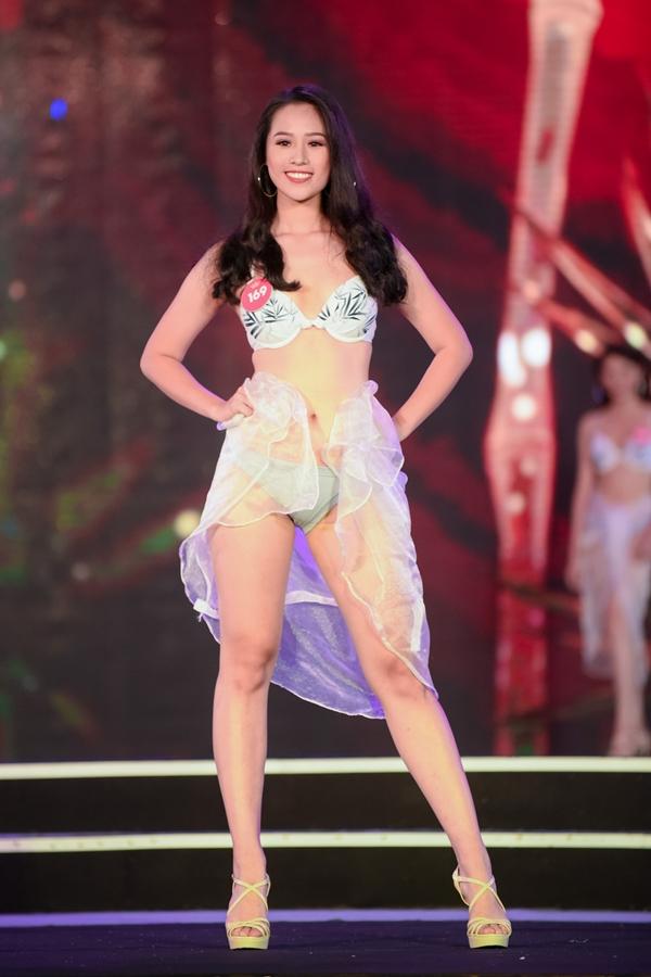 Bảo Châu thừa nhận bất lợi của bản thânlà cơ thể có phần thừa cân và phần đùi khá lớn. Tuy nhiên, cô đang cố gắnggiảm cân và số đo phần đùi trước khi đến đêm chung kết cuối cùng.