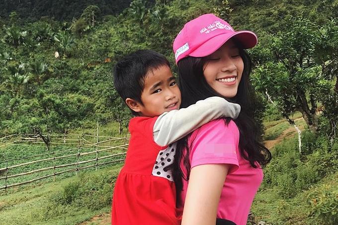 Nữ sinh trong một phần thiNgười đẹp Nhân ái. Bảo Châu cho biết ở tuổi 18, cô muốn truyền ngọn lửa nhiệt huyết, sức trẻ đến cộng đồng, xã hội khi tham gia cuộc thi Hoa hậu Việt Nam 2018.