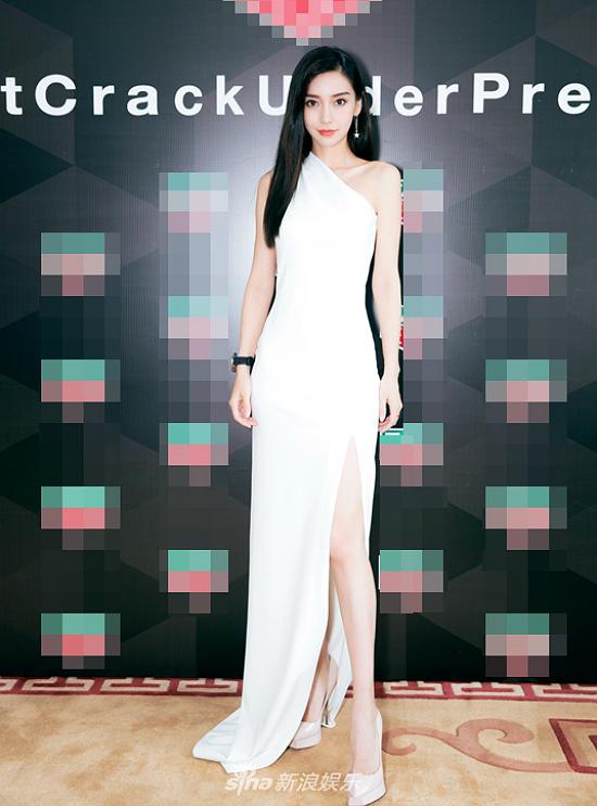 Tại sự kiện, Angelababy gửi tới mọi người lời chúc ngày Thất Tịch (17/8) vui vẻ, hạnh phúc bên người thương. Angelababy hiện là một trong những nghệ sĩ có lượng Followertrên Weibo cao nhất nhì showbiz, với 90 triệu lượt theo dõi. Côđồng thời là gương mặt đại diện của nhiều thương hiệu mỹ phẩm, thời trang, đồng hồ... lớn trong và ngoài nước.