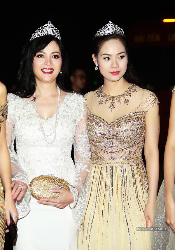 Trong lần tái xuấtThiên Nga diện váy trắng lộng lẫy, khoe nét đẹp quý phái bên cạnh Mai Phương.