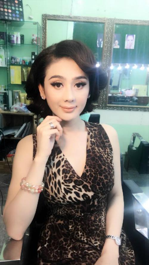 Lâm Khánh Chi khoe kiểu tóc mới.