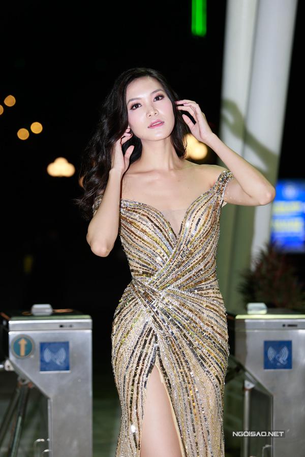 Mặc dù có gương mặt thanh tú và vóc dáng chuẩn nhưng Thuỳ Dung không có cơ hội tham gia bất cứ đấu trường nhan sắc nào. Năm ngoái cô từng được cử làm đại diện Việt Nam tại Hoa hậu Siêu quốc gia 2017 nhưng người đẹp từ chối vì bận việc gia đình.