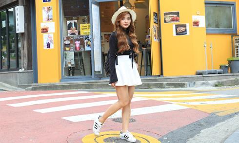 Phương Trinh Jolie diện váy ngắn dạo chơi ở Hàn Quốc