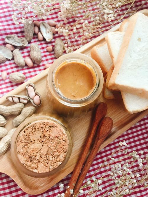 Sốt lạc ăn kèm bánh mì cho bữa sáng đầu tuần bận rộn