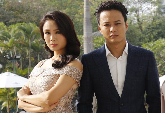 Hồng Diễm và Hồng Đăng tại buổi họp báo ra mắt phim Cả một đời ân oán phần 2 diễn ra tháng 12/2017.
