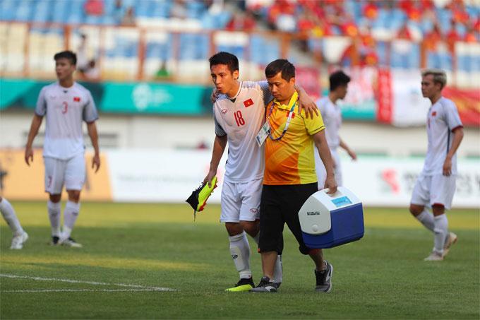 Hùng Dũng tập tễnh rời sân, nhường chỗ cho Đức Huy. Hùng Dũng là một trong ba cầu thủ trên 23 tuổi của Olympic Việt Nam tại giải này. Anh luôn thi đấu nhiệt tình mỗi khi được HLV Park Hang-seo tung vào sân.