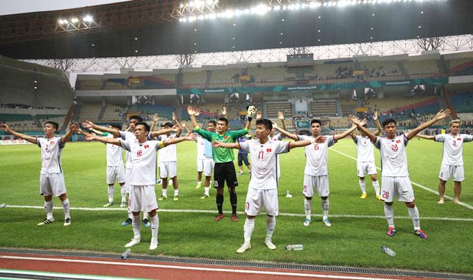 Cầu thủ Việt hân hoan sau trận thắng cảm tử trước Nhật Bản - 8