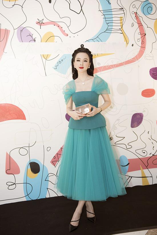 Angela Phương Trinh nổi bật trong sự kiện giới thiệu bộ sưu tập mới của nhãn hàng do cô làm gương mặt đại diện.