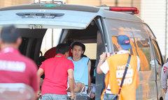 Tiền vệ Việt Nam lên xe cấp cứu để trị thương