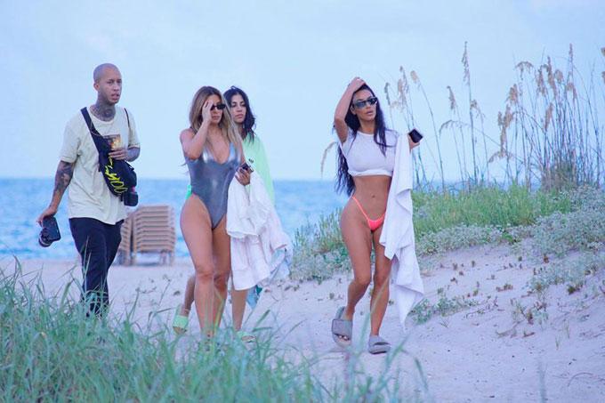 Kim Kardashian diện bikini siêu nhỏ khoe vòng ba trong buổi chụp hình - 6