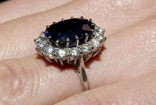 Chiếc nhẫn đính hôn của cố Công nương Diana hiện có giá hơn 500.000 USD. Ảnh: Rex Feature.