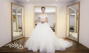 2 mẫu váy cưới tôn nhan sắc của bạn gái Công Lý