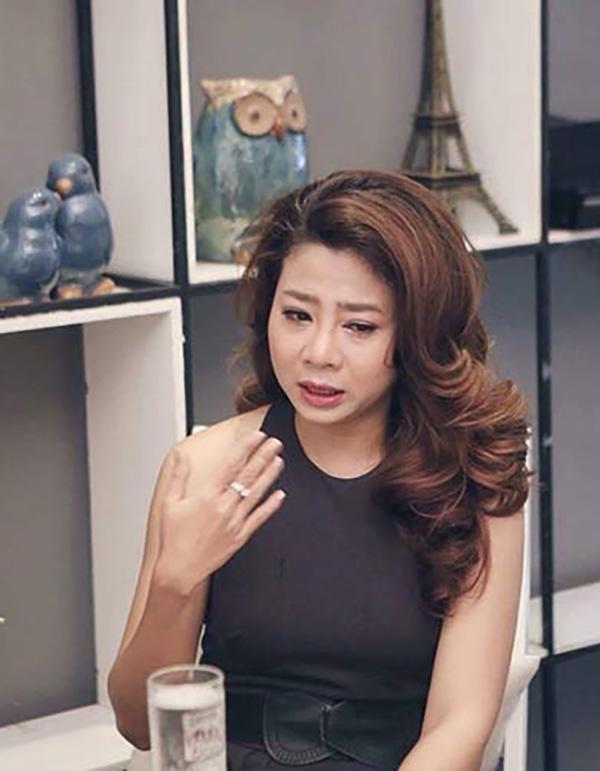 Trong một bài phỏng vấn năm 2016, Mai Phương chia sẻ cô và Phùng Ngọc Huy yêu nhau 3 năm và chia tay 10 lần trong thời gian đó. Đến khi cô có bầu, nam ca sĩ đã quay lại chăm sóc. Tuy nhiên, cả hai chia tay khi bé Lavie được hơn 1 tuổi. Một mình nuôi con, Mai Phương nhiều lần bật khóc khi phải đối diện với những khó khăn về kinh tế cũng như sự trách móc từ mẹ đẻ. Thời gian mang thai, vì không có việc làm nên cô chỉ sống bằng số tiền 1 triệu đồng. Tuy nhiên, cô chưa bao giờ oán trách Phùng Ngọc Huy. Ởmột chia sẻ khác hồi tháng 5/2018, Mai Phương cho biết cả hai vẫn là bạn bè, thường xuyên trao đổi, trò chuyện về bé Lavie.Sau khi chia tay, nữ diễn viên không yêu cầu bạn trai cũ chu cấp mà tự cáng đáng hoàn toàn việc nuôi nấng, chăm sóc con.