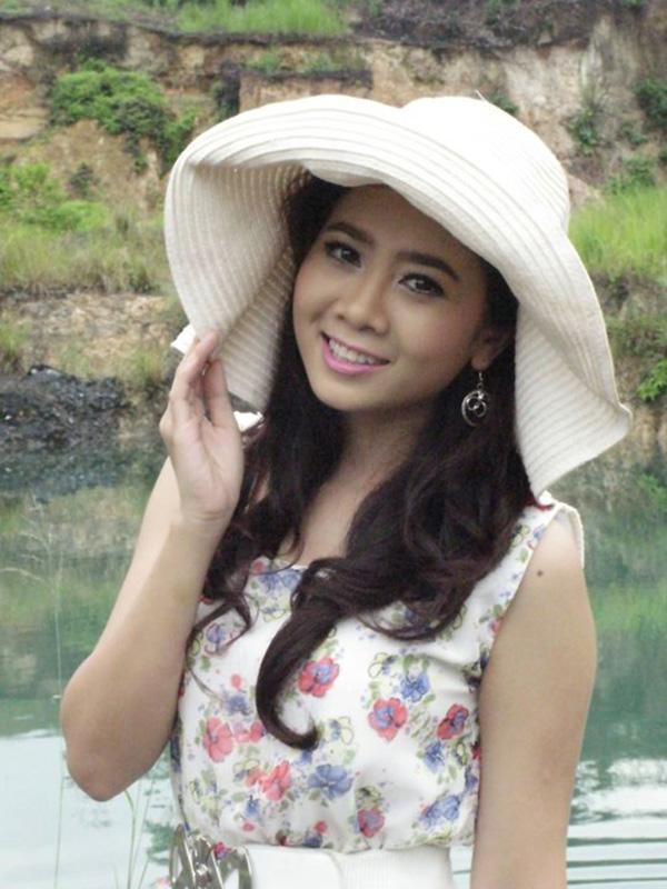 Sau thành công của phim Đôi bạn, Mai Phương thi vào Trường Múa TP HCM và dự định học 3 năm nhưng phải dừng lại giữa chừng vì lịch học phổ thông quá dày đặc. Tốt nghiệp cấp 3, cô thi vào Cao đẳng Sân khấu - Điện ảnh TP HCM và tốt nghiệp năm 2006.