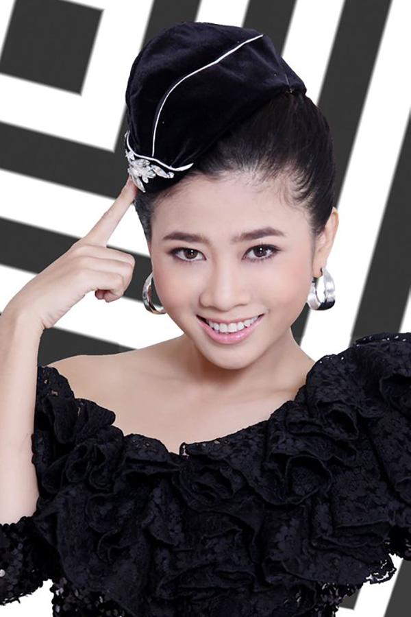 Song song với việc học ở trường Sân khấu - Điện ảnh, năm 2004, Mai Phương cùng 4 sinh viên nữa làLong Vy, Quỳnh Lan, Yên Chi thành lập nên nhóm nhạc Candy. Tuy nhiên, nhóm nhạc này không được nhiều người chú ý. Họ chỉ biểu diễn ở các sân khấu truyền hình, sân khấu ngoài trở ở TP HCM và một số tỉnh lẻ.