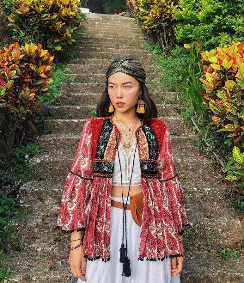 Lê Hà Trúc là cái tên quen thuộc với cộng đồng yêu thời trang. Cô xuất hiện thường xuyên trong các bộ ảnh thời trang lookbook và từng nhận được lời nhận xét là bản sao của Tăng Thanh Hà. Bên cạnh những shoot hình thời trang chất ngất, tài khoản Instagram của cô nàng còn thu hút rất đông người theo dõi bởi chuyến du lịch khám phá nhiều vùng đất mới lạ trên thế giới.