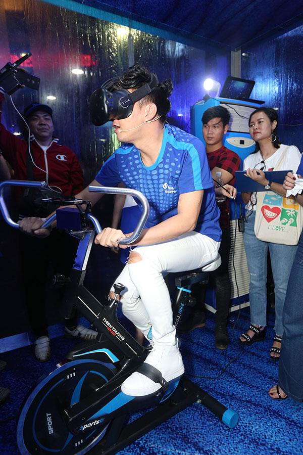 Ngoài ra, tại Căn phòng biển sâu, người chơi còn được hóa thân thành những thợ lặn chuyên nghiệp và hoàn thành thử thách bơi lặn dưới đáy đại dương nhờ vào sự hỗ trợ của kính thực tế ảo và công nghệ VR.