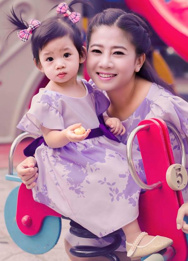 Con gái của Mai Phương năm nay đã gần 5 tuổi. Từ khi làm mẹ, côít xuất hiện trên màn ảnh nhỏ vì phải dành thời gian chăm sóc Lavie nên chủ yếu đi hát, đóng kịch và làm MC ở Sài Gòn. Sau nhiều năm đi về lẻ bóng, nữ diễn viên chưa tìm được bờ vai mới để nương tựa. Bà mẹ đơn thân nói, ước mơ lớn nhất của cô hiện tại là có công việc ổn định, không phải chạy show nhiều mà vẫn đủ tiền lo cho con gái và bố mẹ ruột. Ngoài đi diễn, Mai Phương còn bán hàng online để kiếm thêm thu nhập.