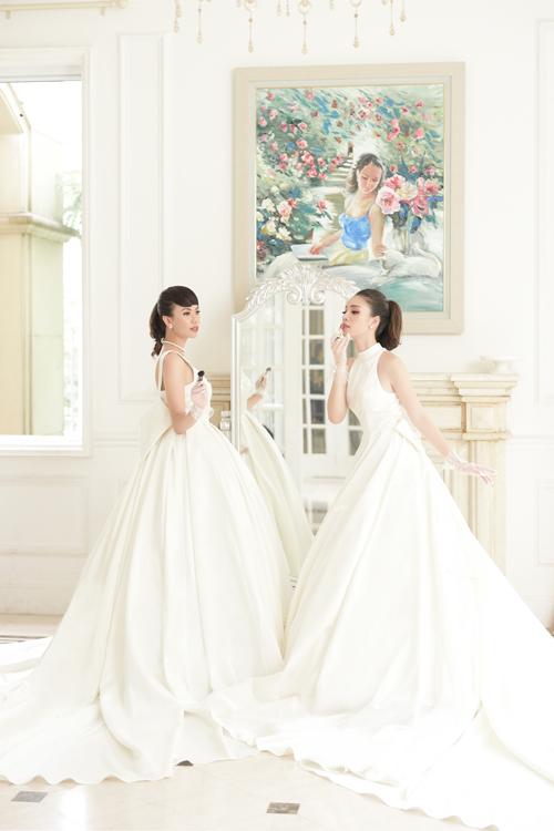 Váy cưới cổ yếm thu hút những ánh nhìn vào thân cổ thon thả, tạo nên hình ảnh thùy mị mà không kém phần duyên dáng, trẻ trung cho người diện nó.