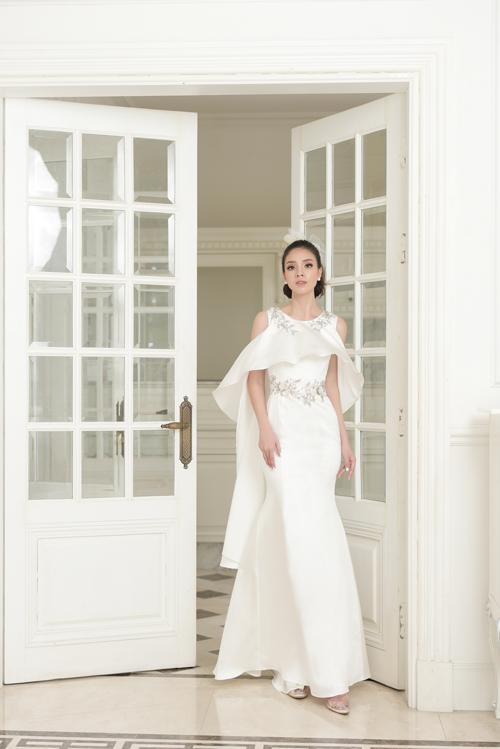 Váy cưới mang nét cổ điển, lãng mạn cho cô dâu thích sự tối giản - 4