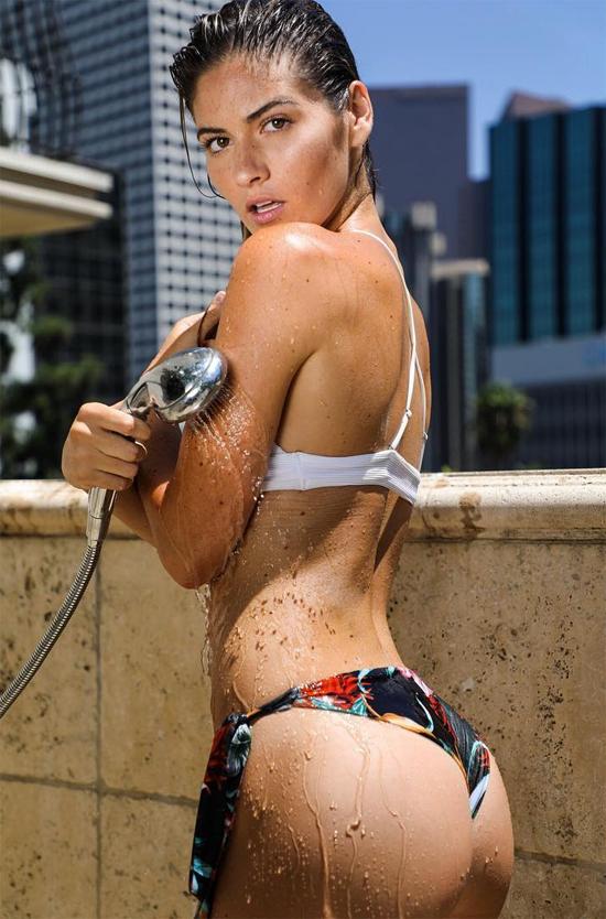 Shauna Sexton đến từ Virginia Beach, Virginia. Cô sở hữu đường cong bốc lửa và vẻ đẹp khỏe khoắn.