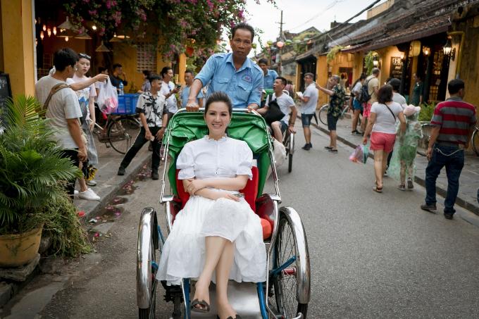 Đinh Hiền Anh ra mắt MV thứ hai trong dự án Thương - 2